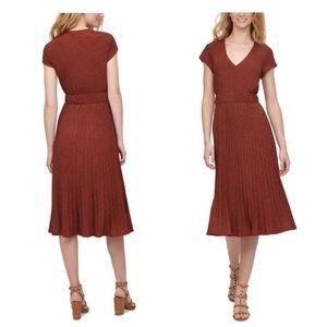 💖DKNY Textured Midi V-Neck Knit Dress